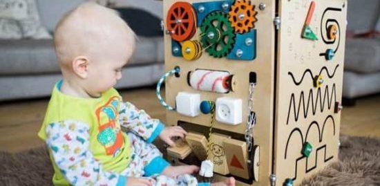 bizibord-14-min-e1550359879818 Как сделать бизиборд своими руками для мальчика и для девочки пошагово? Как заказать и купить готовый бизиборд и детали к нему на Алиэкспресс: обзор, каталог с ценой, фото