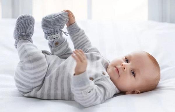 Нормы развития ребенка до года по месяцам: по возрасту